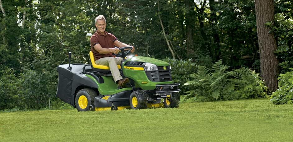 X100 series lawn tractor from John Deere