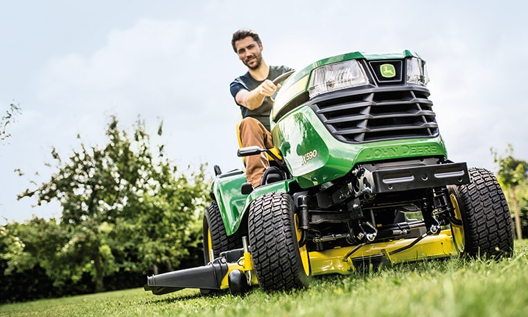 John Deere X500 Series Multi-terrain mowing