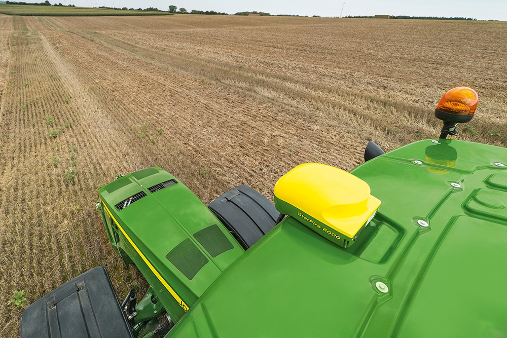 John Deere's new generation StarFire 6000 satellite receiver makes its UK show debut at CropTec