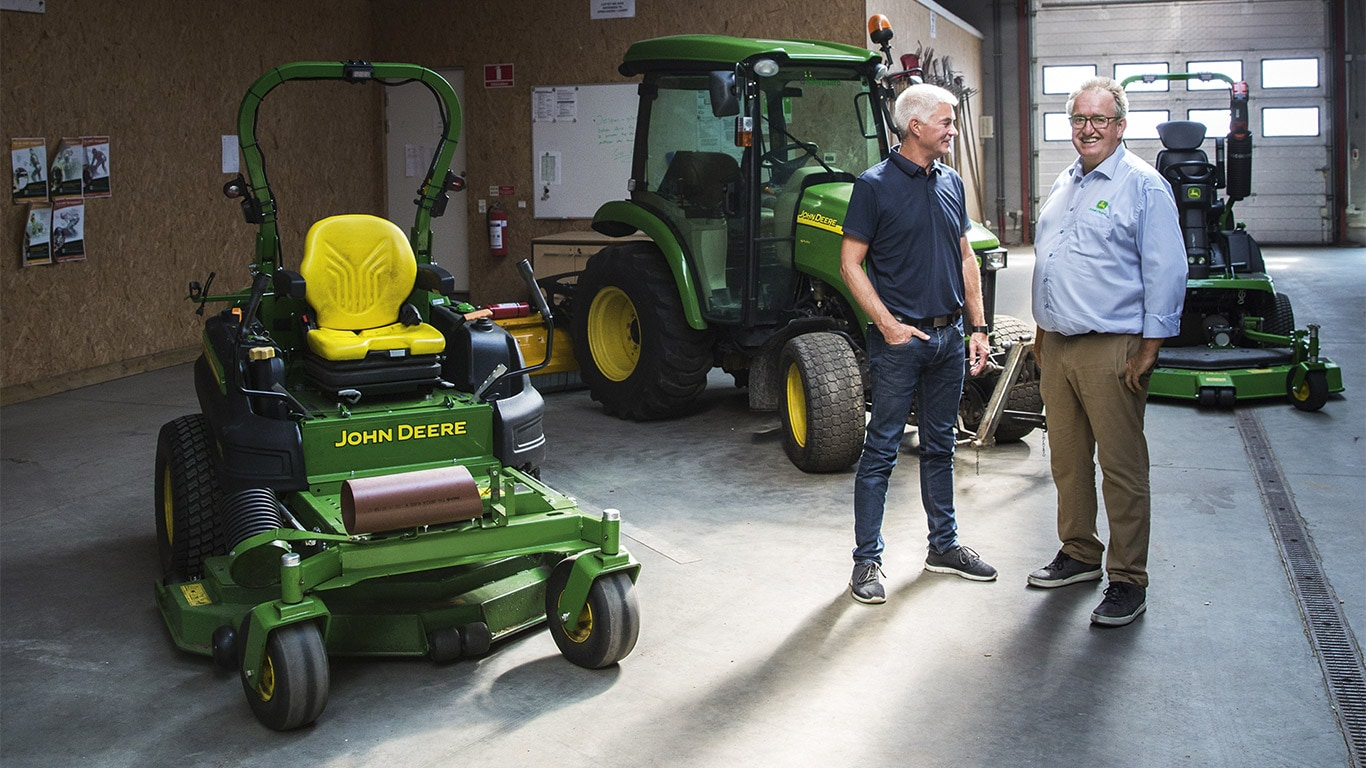 Commercial Mowing, Machinery Hall, Zero Turn Mower, Compact Utility Tractor, Customer, Dealer, Talk