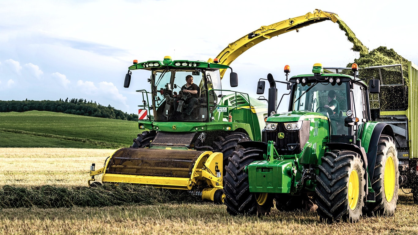 The range-topping 6195M tractor, working alongside an 8500i self-propelled forage harvester.
