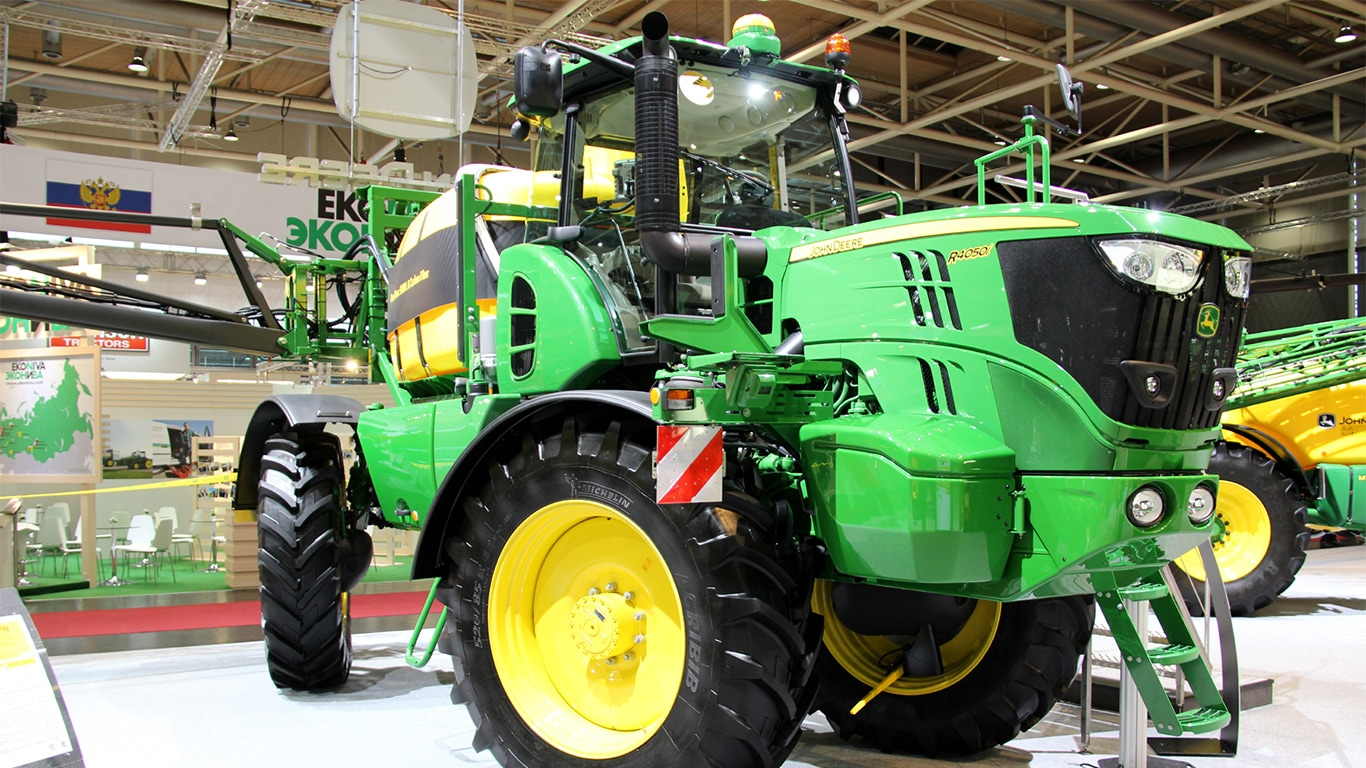 The new John Deere R4050i self-propelled sprayer made its public debut at Agritechnica 2015 in Germany.