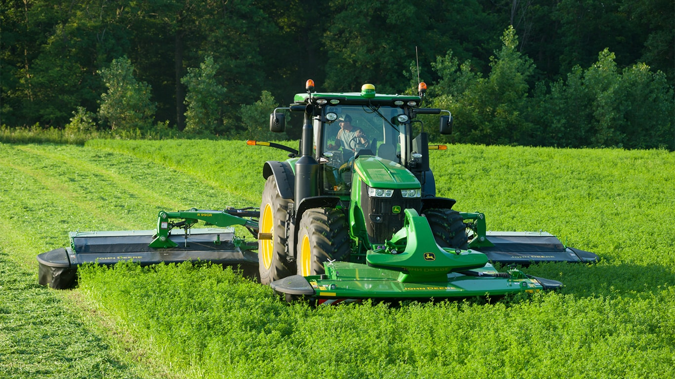The TMC triple mower-conditioner has a maximum cutting width of 9.9m.
