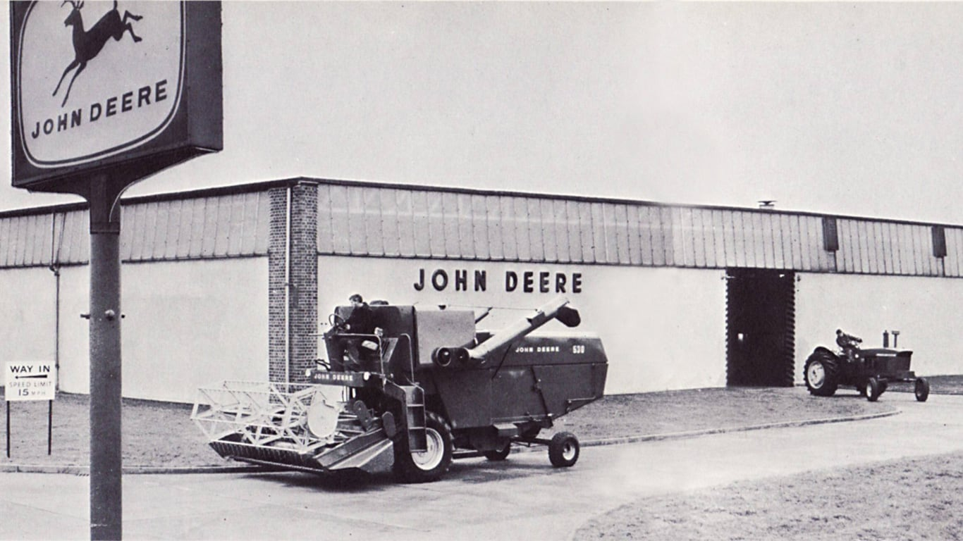 The John Deere Limited premises at Langar circa 1966, with a 530 combine harvester and 710 tractor in view.