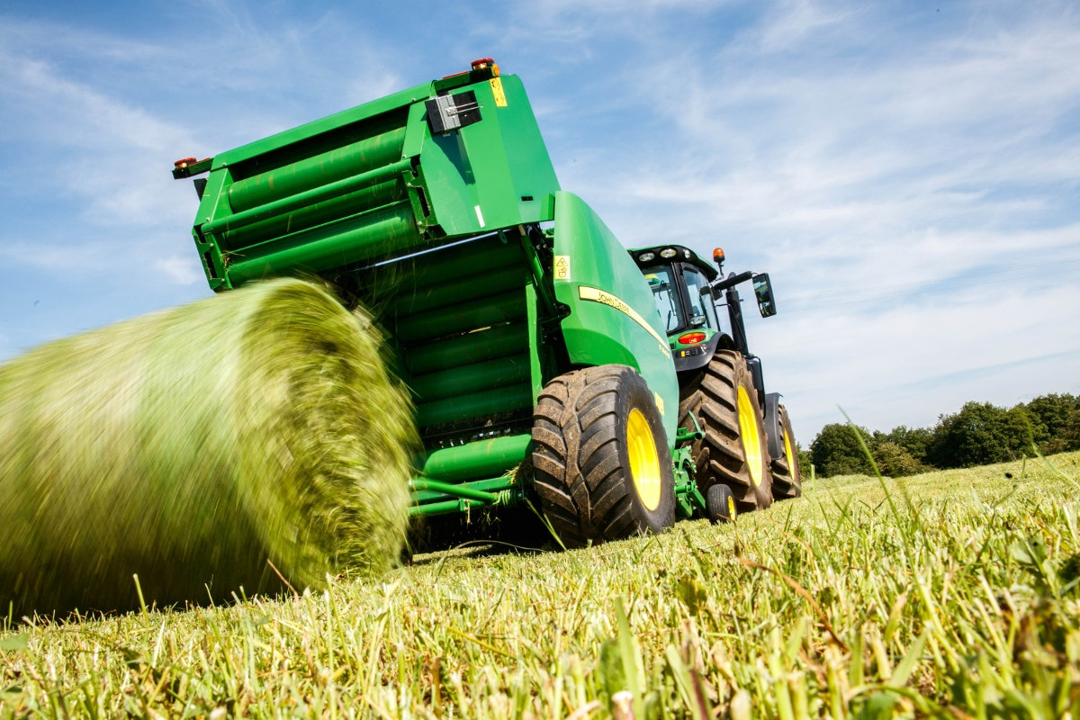 John Deere's new F441R fixed chamber round baler makes its UK show debut at AgriScot 2016.