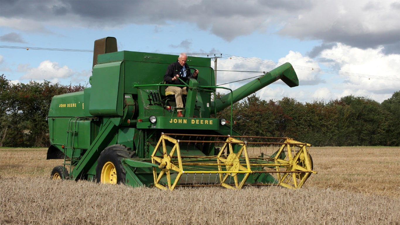 Working demonstrations at the JD50 event included this 1968 530 combine harvester owned by dealer Ben Burgess, and driven here by managing director Ben Turner.
