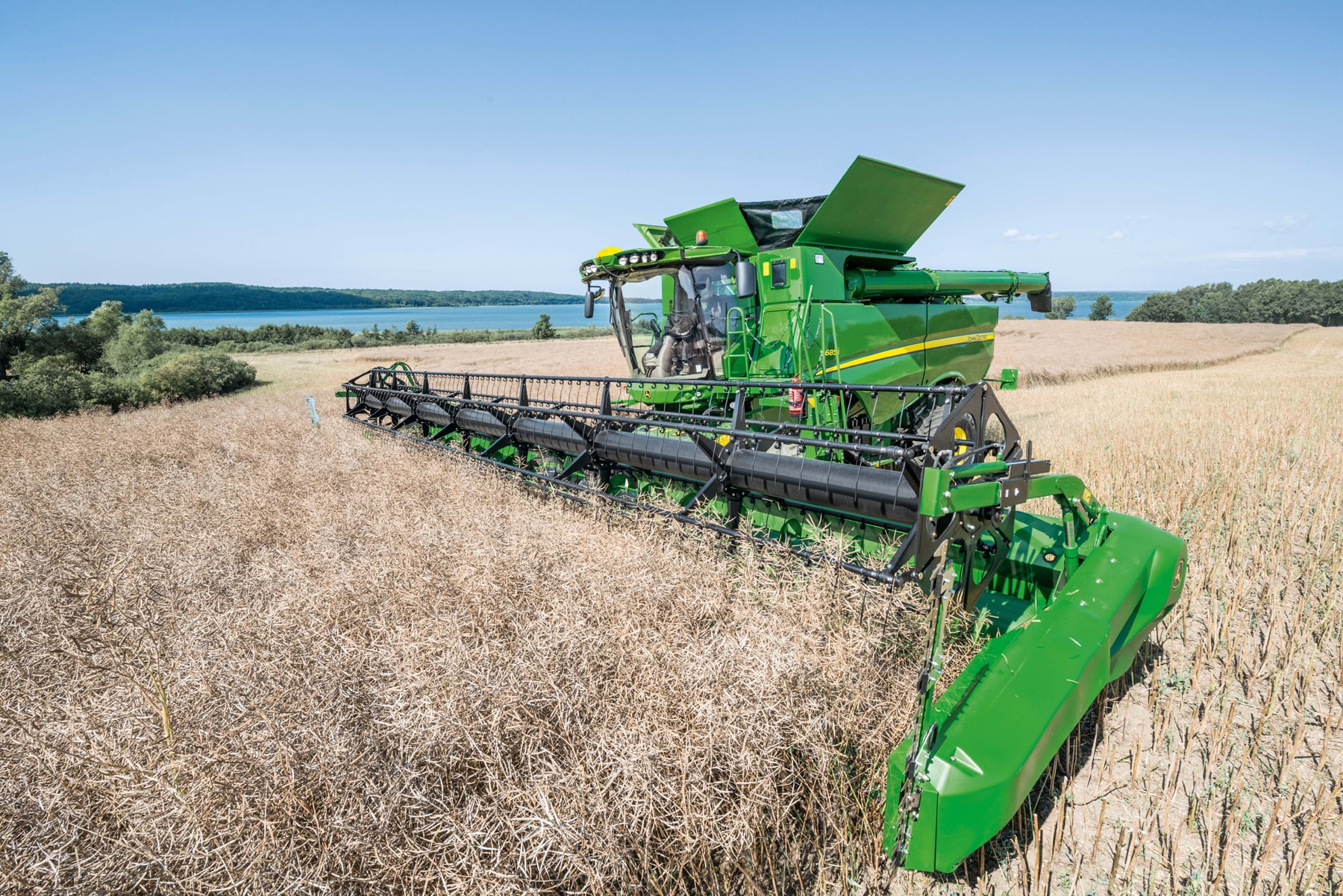 John Deere S-Series combines for 2017 offer increased productivity.