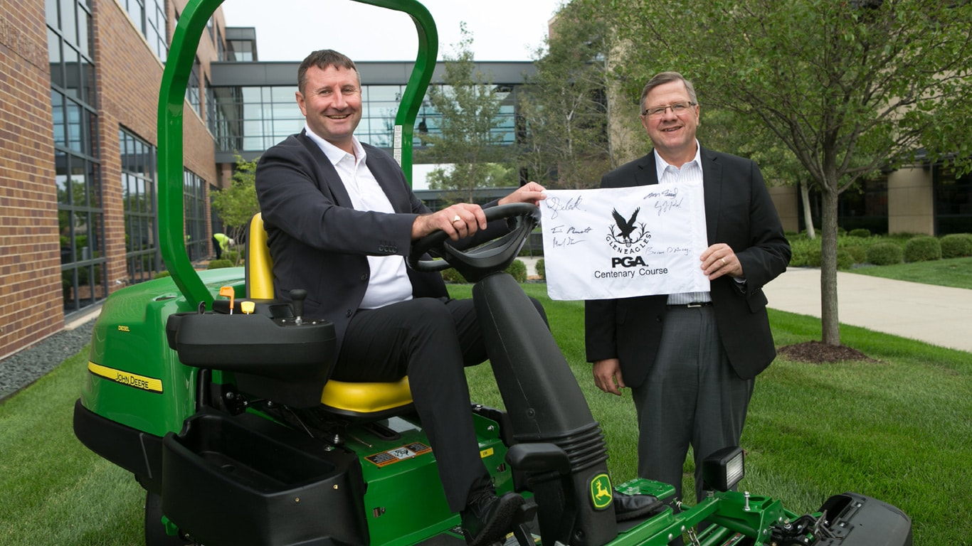 Gleneagles and John Deere sign supplier agreement