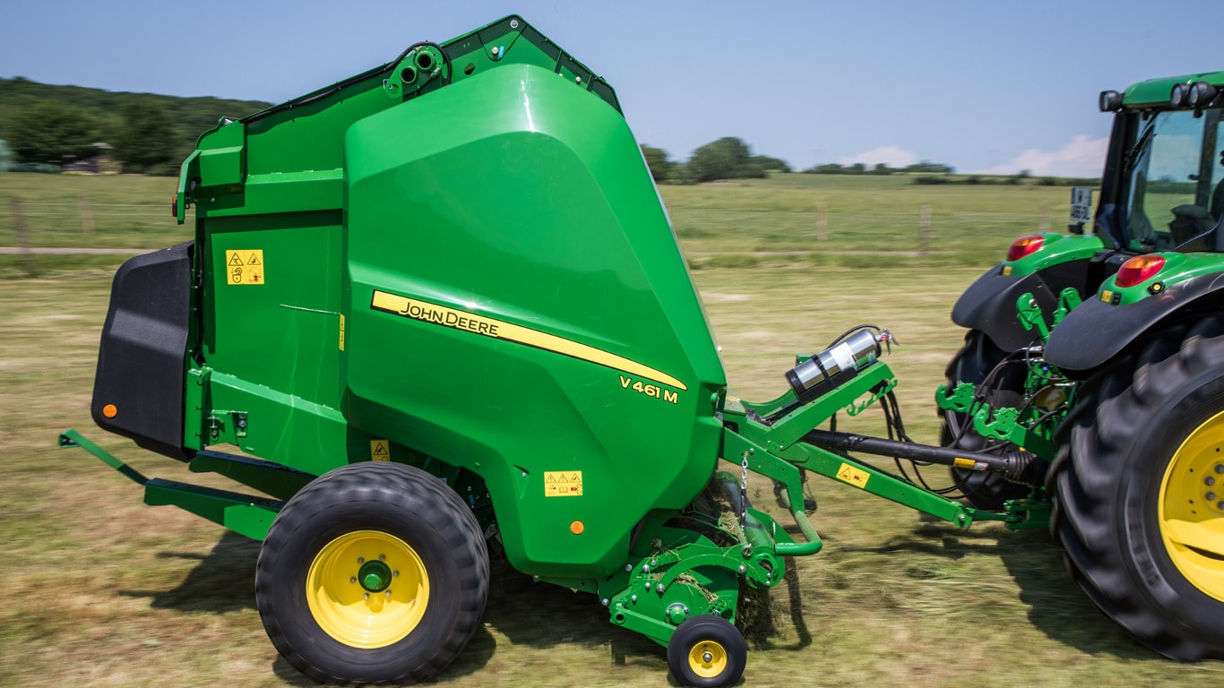 New variable chamber round balers from John Deere