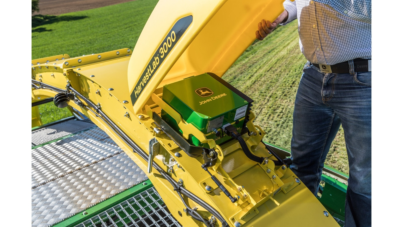 New generation HarvestLab system for John Deere foragers