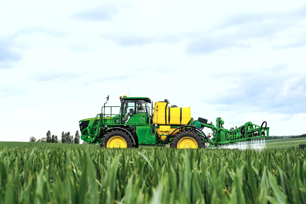 John Deere Horst's 1000th self-propelled sprayer was a 4000-litre capacity R4040i model.