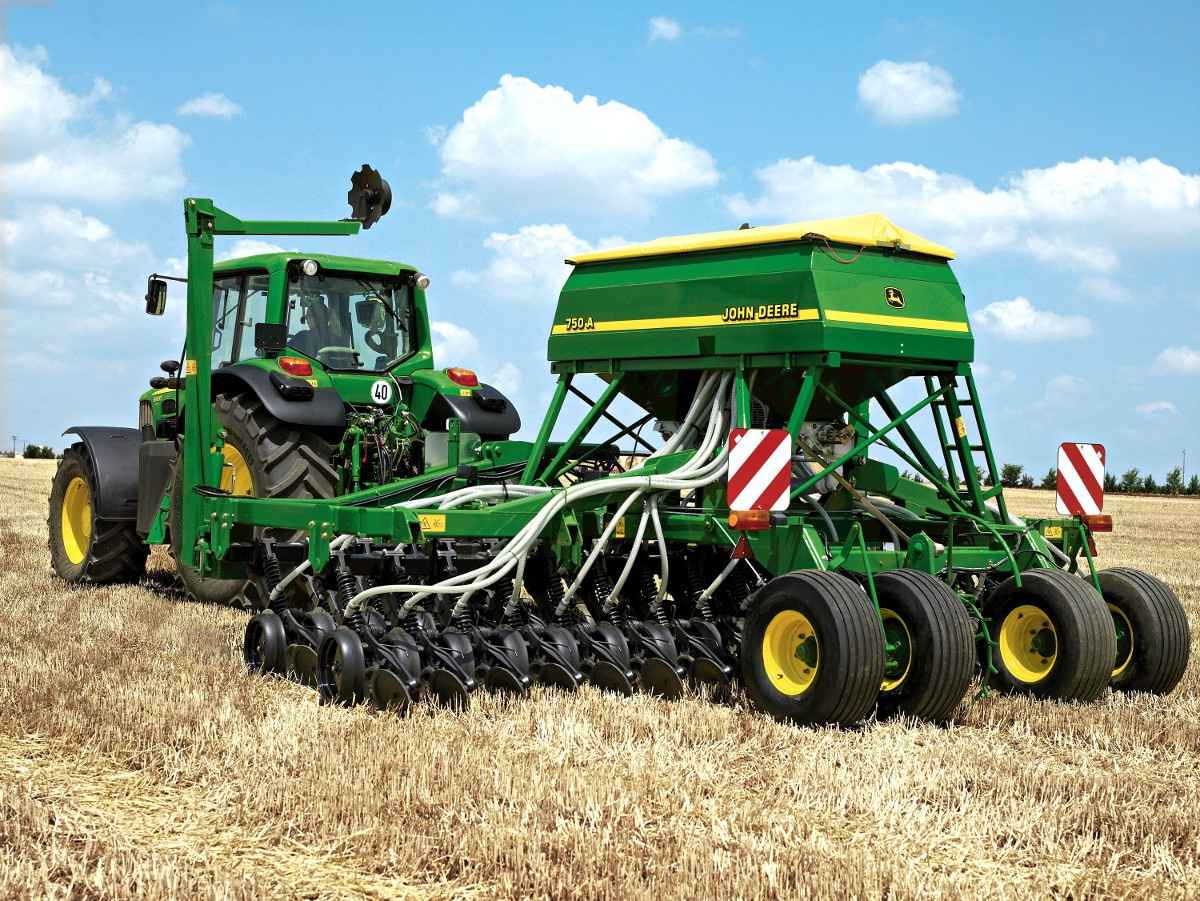 John Deere's established 750A All-Till drill design offers arable farmers huge benefits for the control of blackgrass.
