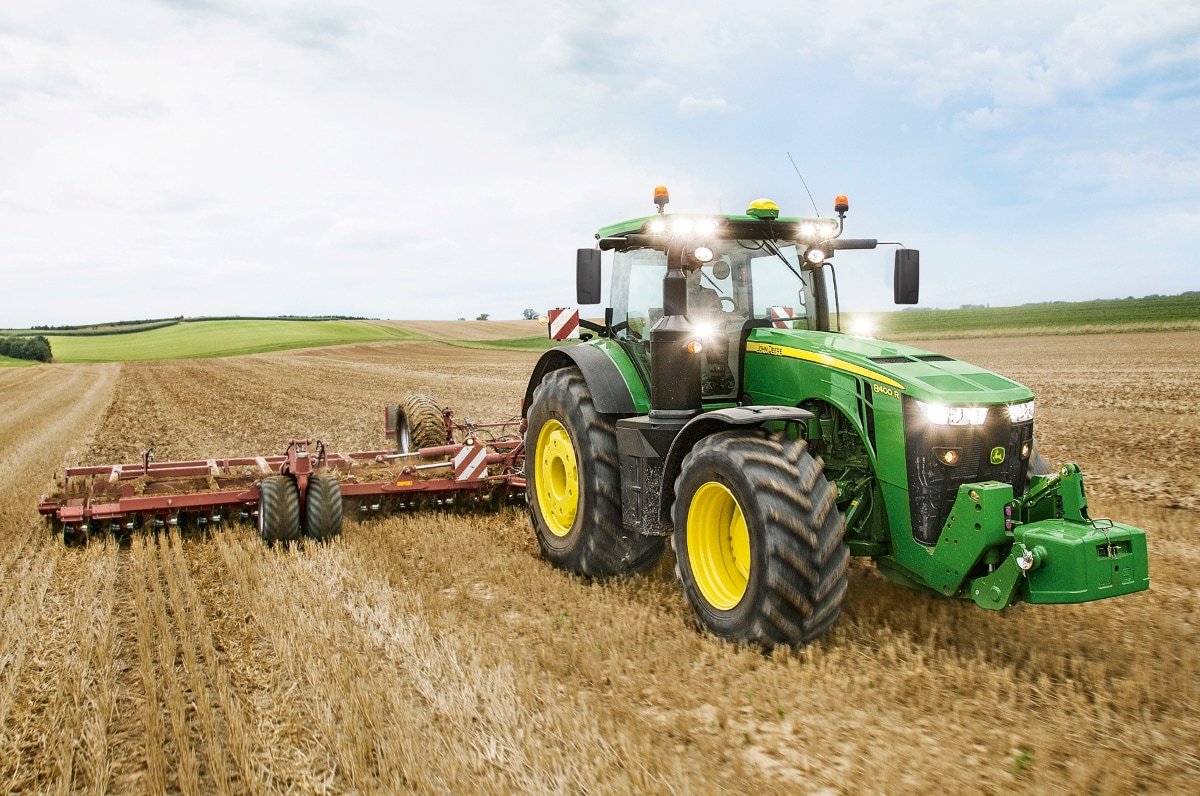 The new John Deere 8400R tractor has set three world records for fuel efficiency and maximum drawbar performance.
