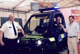 PSNI supt Sean Wright takes the 'Copagator' keys from Randal McConnell of dealer Johnston Gilpin (right), with Constable Ricky Taylor (left) looking on.