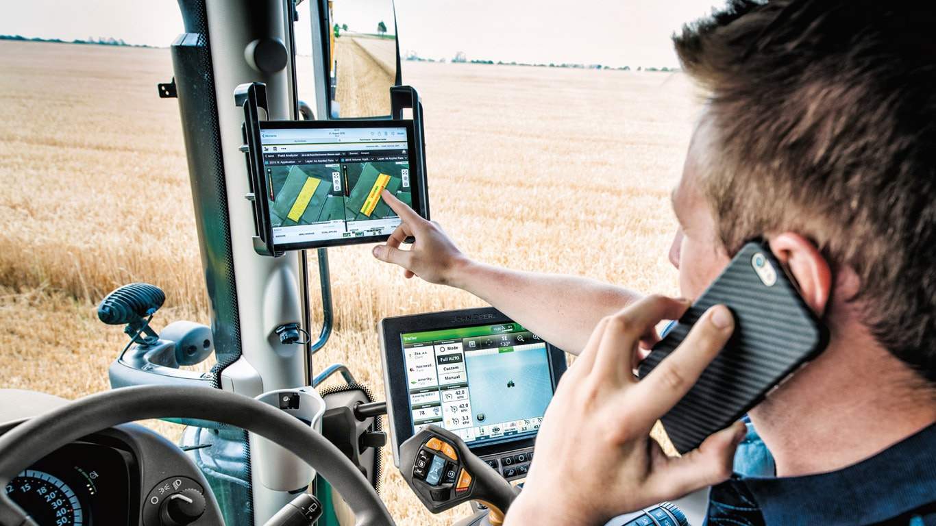 John Deere's new 6250R tractor is fitted as standard with JDLink telematics.