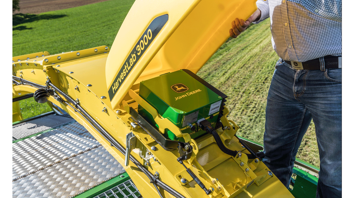 John Deere's HarvestLab 3000 system can be used for grass, maize and manure sensing.
