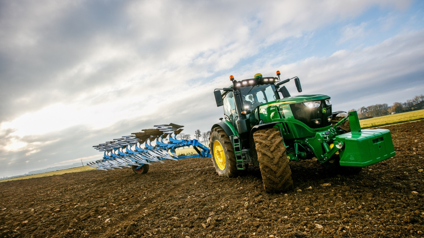 John Deere extends fuel guarantee to the field