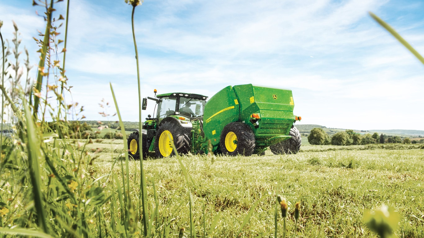 Offering true multi-crop baling the F441M is ideal for medium volume use or  for low volume operations where a narrow timeframe means high capacity and  speed ...