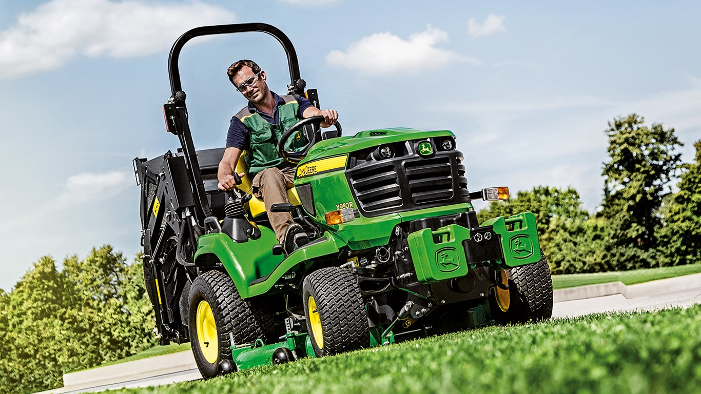 X950R | Diesel Mowing Tractors | Commercial Mowing | John