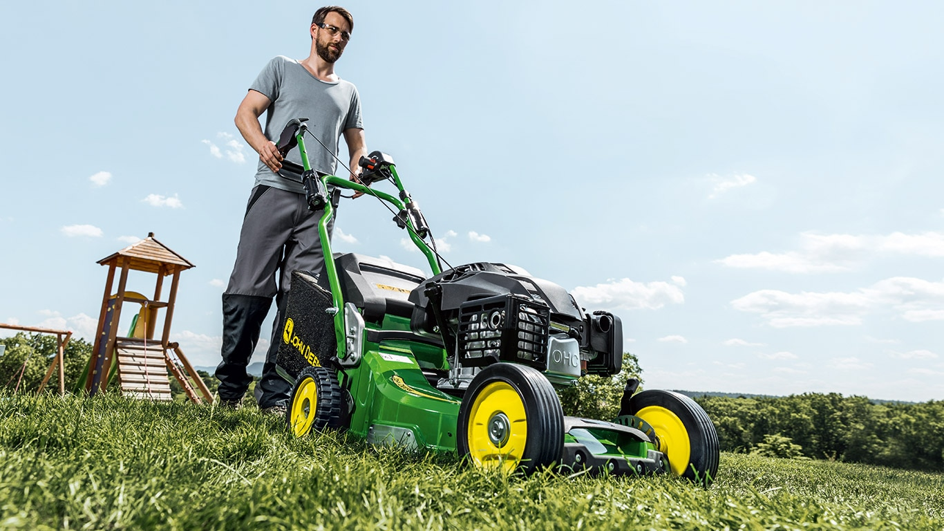 Pro47V Commercial Walk-Behind Mowers, field