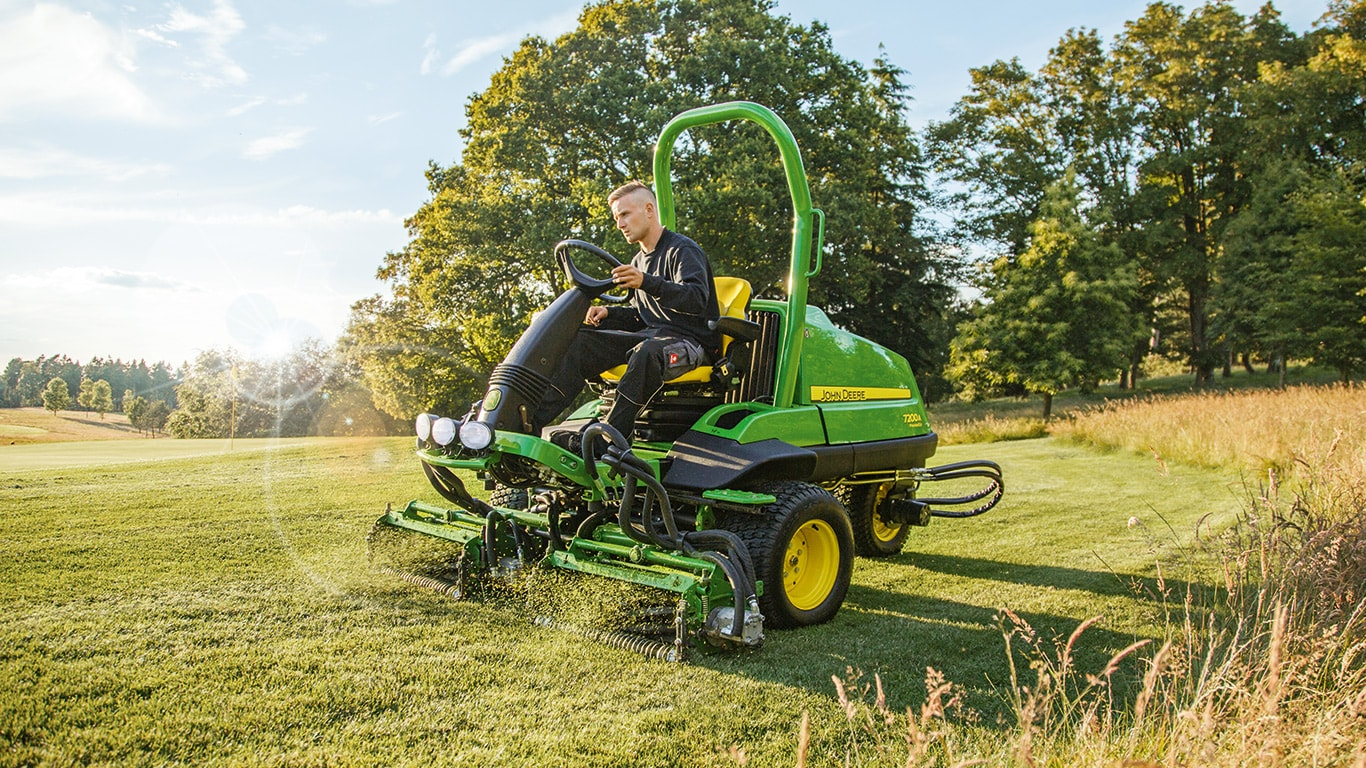 Commercial Lawn Mowers Amp Grounds Care John Deere Uk Amp Ie