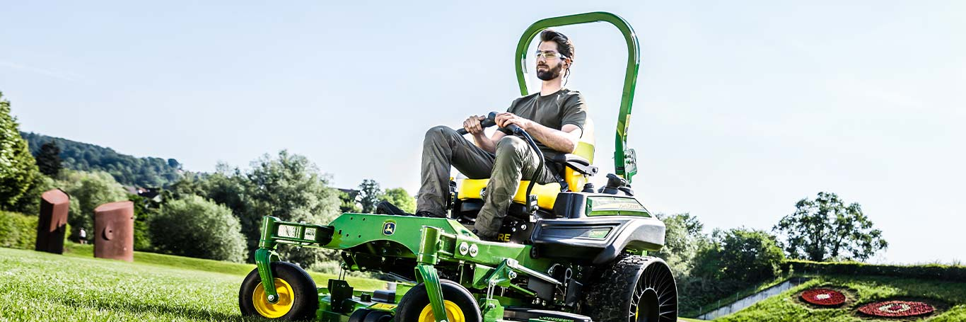 Commercial Mowing, Z900R Series, Zero-Turn Mowers