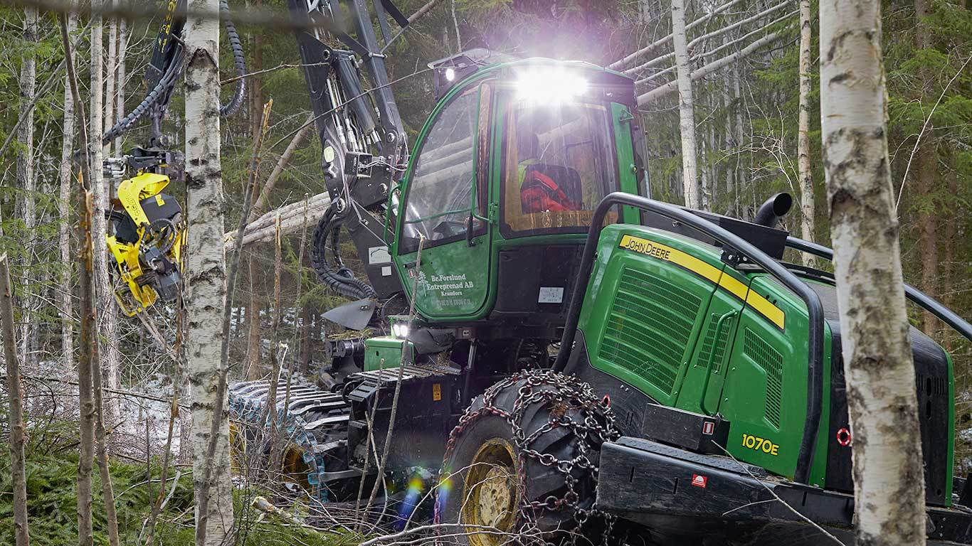 John Deere 1070E IT4 multi-tree-handling