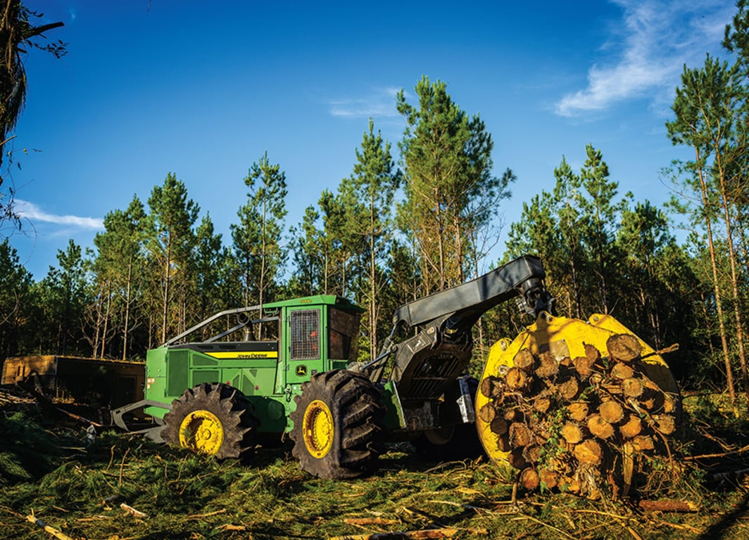 John Deere 848L with logs in the grapple