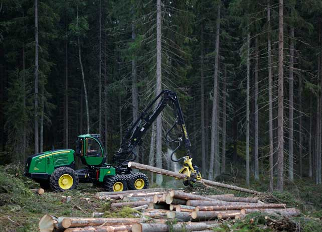 John Deere 1270E IT4 at work